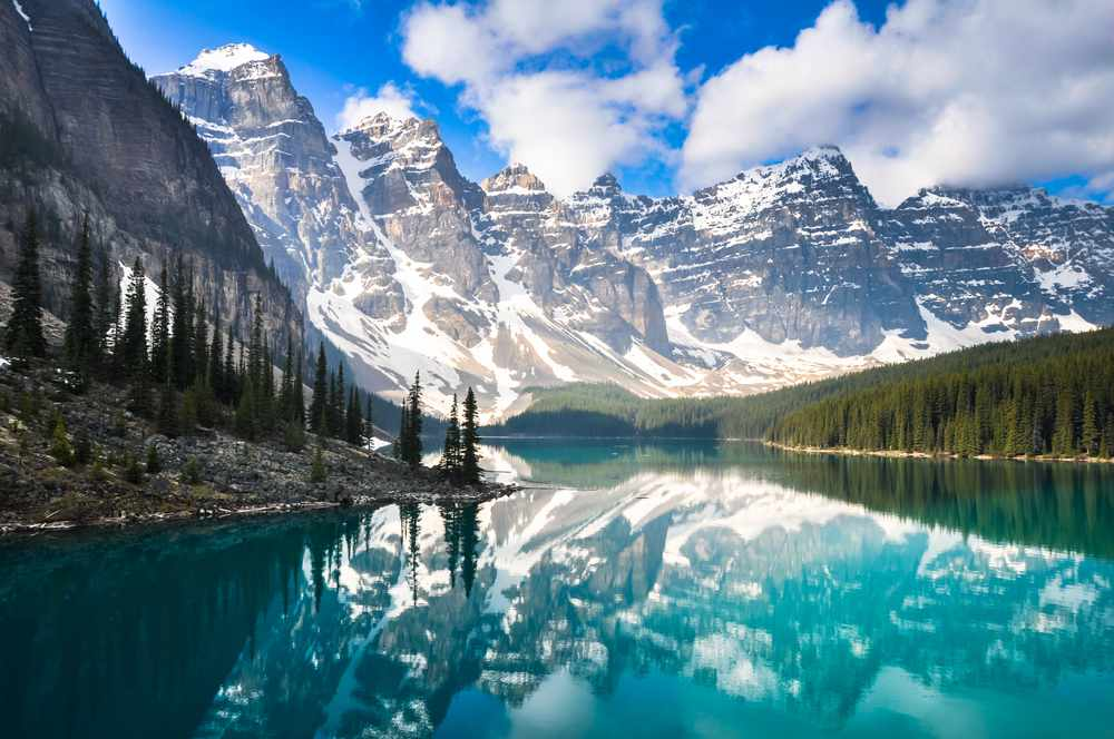 Rocky Mountains bewonderen tijdens een huwelijkreis Canada
